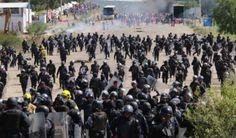 Policías tenían armas en desalojo de maestros que deja nueve muertos