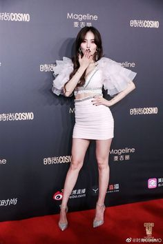 Find images and videos about hyuna and kim hyuna on We Heart It - the app to get lost in what you love. Stage Outfits, Kpop Outfits, Fashion Outfits, Hyuna Red, Hyuna Fashion, Korea Dress, Pretty Korean Girls, Aesthetic Women, E Dawn