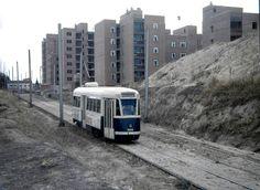 El tranvía en Madrid tuvo en ciertos tramos una plataforma reservada, como el que vemos en la imagen Foto Madrid, Spain Images, Rapid Transit, Tramway, San, City, Cornwall, Train, Historical Photos