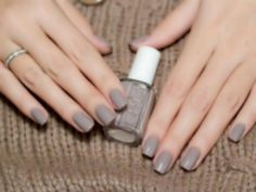 Essie nail polish, color: Master Plan (the perfect neutral gray / griege creme) - The most beautiful nail designs Gray Nails, Love Nails, Glitter Nails, How To Do Nails, Pretty Nails, Fun Nails, Gray Nail Polish, Essie Nail Polish Colors, Polish Nails