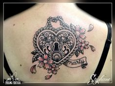Tatouage coeur sur le dos en forme de cadenas https://tattoo.egrafla.fr/2016/02/19/modeles-tatouage-coeur/