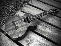 Ukulele- I know this is a ukulele but I want a guitar like this Country Girls, Country Music, Country Life, Country Living, Bass, Photo Awards, Favim, Music Love, Music Heart