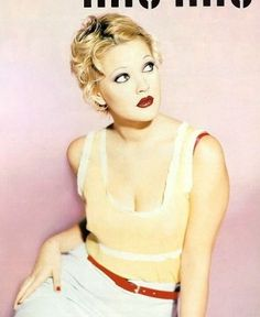Drew Barrymore for Miu Miu Ad Campaign. Photographed by Ellen von Unwerth, 1995 Drew Barrymore Style, Drew Barrymore 90s, Ellen Von Unwerth, Miu Miu, Linda Evangelista, Perry Ellis, Grunge Style, Pretty People, Beautiful People