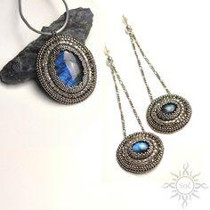 #beading #beadwork #beadweaving #beadembroidery #labradorite #beadedcabochon #labradoritejewelry #elegantjewelry #gemstoneset #bluelabradorite #labradoriteset #healinggemstone #artisanjewelry #semipreciousjewelry #flashlabradorite #embroideredset #flashy #silverjewelry #oldsilver #statementjewelry #danglepostearrings #mermaidjewelry #nauticaljewelry  #fantasyjewelry #studlongearrings #silverblue