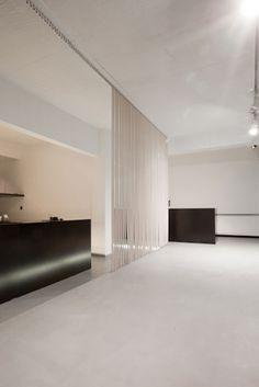 Black and white interior by Belgian photographer Thomas de Bruyne/Cafeine.