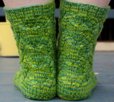 Cathedral Grove sock : Knitty First Fall 2012 I am currently making these for a friend Knitting Socks, Free Knitting, Knitted Hats, Knitting Patterns, Knitting Magazine, Cute Socks, Cathedral, Slippers, Legs