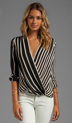Halston Heritage Long Sleeve Printed Wrap Front Top in Black Stripe Print… Mode Outfits, Casual Outfits, Fashion Outfits, Dresses For Apple Shape, Wrap Front Top, Looks Plus Size, Wrap Blouse, Print Wrap, Halston Heritage