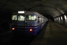 コンクリートの閉鎖空間に響き渡る。レールのジョイント音、モーターの唸り、列車はトンネルの外を目指して走り続けている。2007/5 土合駅 JR上越線1739M長岡行(115系)© 2010 風旅記(M.M.) 風旅記以外への転載はできません...