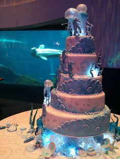 Honeymoons & Destination Weddings  Check out our Facebook Page!  www.facebook.com/...  Aquarium Wedding Cake by Karen Portaleo/ Highland Bakery, via Flickr (JELLYFISH!!)