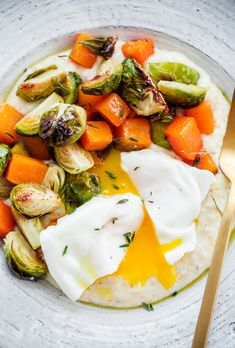 Healthy Recipes : Illustration Description Creamy Goat Cheese Grits with Roasted Brussels Sprouts and Squash and Poached Eggs. A delicious, EASY vegetarian dinner recipe can be prepared in less than 45 minutes! Cooking Recipes, Healthy Recipes, Veggie Recipes, Yummy Recipes, Vegetarian Main Course, Cheese Grits, Vegetarian Recipes Dinner, Poached Eggs, Fall Recipes