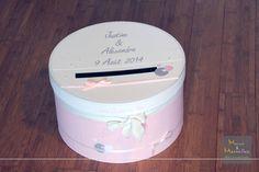 Tirelire boîte à chapeau personnalisée en rose poudré, blanc et touche de gris. Des petites perles, coeurs, rubans satiné ornent cette tirelire de mariage.