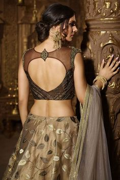 The wedding season is here Ready to rock the wedding season with the mesmerizing and stylish blouse designs We know the answer to this is a Big YES Not only the bride every girl wants to look at their ethnic best at weddings. New Saree Blouse Designs, Choli Designs, Fancy Blouse Designs, Bridal Blouse Designs, Designer Blouse Patterns, Designer Blouses For Lehenga, Stylish Blouse Design, Bollywood, Lehenga Blouse