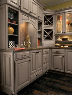 Beau Very Warm Cozy Kitchen With The Traditional Door Style Sullivan With  Portobello On Maple Wood.