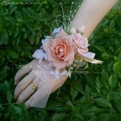 🌹 corsages with navy ribbon. coral Wrist Corsages for Weddings Prom Corsage And Boutonniere, Corsage Wedding, Boutonnieres, Prom Flowers, Bridal Flowers, Wrist Flowers For Prom, Flowers Bunch, Flower Corsage, Wrist Corsage