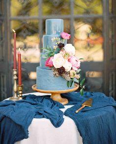 Amazing Wedding Cakes, Unique Wedding Cakes, Wedding Cake Designs, Wedding Cake Toppers, Unique Weddings, Textured Wedding Cakes, Floral Wedding Cakes, White Wedding Cakes, Blue Wedding