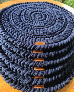 90 sousplats de crochê para a sua mesa e modelos com passo a passo Crochet Diy, Crochet Mandala, Crochet Home, Love Crochet, Crochet Crafts, Crochet Doilies, Crochet Projects, Crochet Purse Patterns, Crochet Kitchen