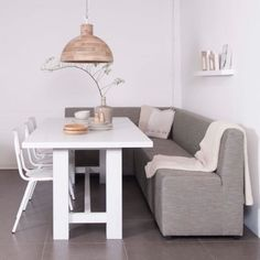 Comfy corner bench with the dining table. House of Mayflower. Kitchen Interior, Interior Design Living Room, Corner Kitchen Tables, Corner Bench, Living Styles, Home And Living, Home Kitchens, Sweet Home, New Homes