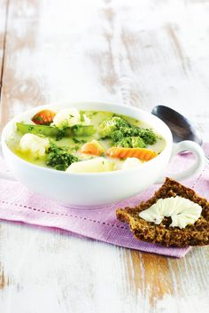 Kukkavihannes-juustokeitto | Kasvisruoat | Pirkka #food #vegetarian #ruoka #kasvisreseptit Winter Food, Healthy Recipes, Healthy Food, Fish, Dinner, Vegetables, Ethnic Recipes, Soups, Kitchen