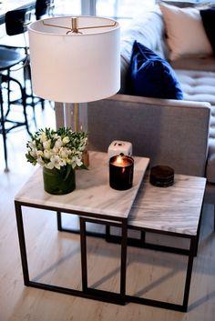 mesa de luz o auxiliar arrime. marmol carrara decoracion