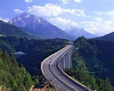Brenner pass Austria-Italy yikes... Not sure I want to make this journey.