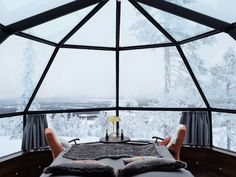 The glass igloos and the Northern Lights House offer luxurious comfort and spectacular views of the arctic sky. Get the best igloo experience in Lapland with us!