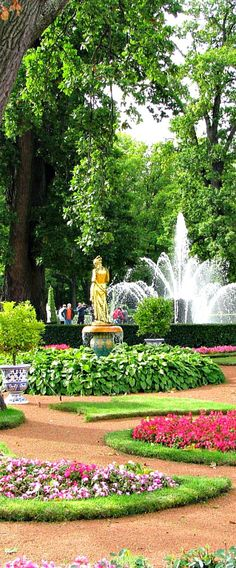 Park of the Petergof Palace, St. Petersburg, #Russia.