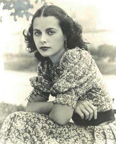 Hollywood actress Hedy Lamarr, was also an avid inventor and the person behind advances in communication technology in the that led to today's Wi-Fi, GPS, and Bluetooth Vintage Hollywood, Golden Age Of Hollywood, Hollywood Glamour, Hollywood Stars, Hollywood Actresses, Classic Hollywood, Actors & Actresses, Hollywood Quotes, Hollywood Bedroom