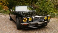 What a beauty! From here Oh how I would love to own a XJC! :) It& probably a pea roast, but why not Retro Cars, Vintage Cars, Carros Jaguar, Jaguar Xjc, Xjr, Jaguar Land Rover, Jaguar E Type, Jaguar Cars, Automotive Art