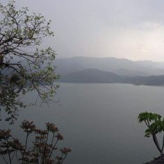 Valle de Bravo just a two and a half hour's drive Mexico City is a spectacular escape from the capital city. Plenty of hiking trails lead to stunning vistas like this one!  Between the mountains and the lake there's something here for everyone. #GetOutStayOut #TravelNow #Hiking #TravelPhotography #AdventureSeeker #CleanCaptures #ExploreMore #ExploreEverything #NatGeoTravelPic #WeLiveToExplore #JustGoShoot #TravelGram #LiveAuthentic #KeepItWild  #LetsGoEverywhere #TheOutbound #MyTinyAtlas…