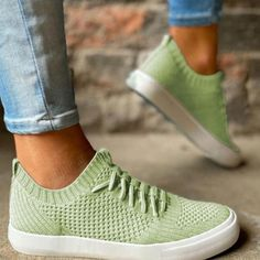 Outfit, Sneakers, Shoes, Fashion, Fashion Styles, Trainer Shoes, Gymnastics, Gowns, Outfits