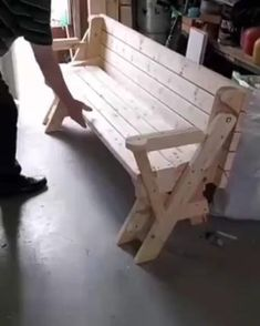 Diy Furniture Plans Wood Projects, Pallet Garden Furniture, Outdoor Furniture Plans, Woodworking Projects That Sell, Furniture Ideas, Woodworking Videos, Woodworking Wood, Pallet Furniture Designs, Bench Furniture