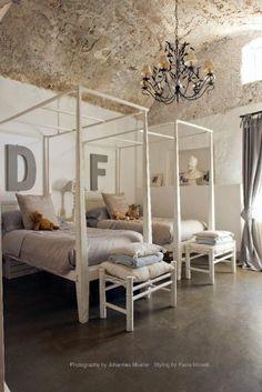 interior designer monica damonte odulia alassio bedrooms doble bed baldacchino bianco borgo delle tovaglie beccara publication ad la maison francaise