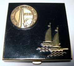 UNUSUAL~Vintage~1939 NEW YORK WORLD'S FAIR Brass & Enamel COMPACT with Ships