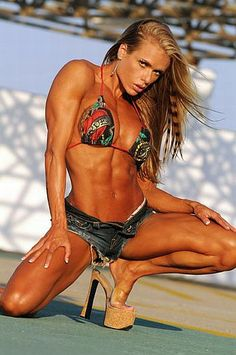 Female Fitness, Figure and Bodybuilder Competitors: Larissa Reis - Brazilian Female Fitness Models