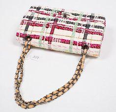 #CHANEL : Sac à main en tweed rose blanc vert et noir Vendu aux #encheres le 11/02/13 par Camard & Associés #Fashion #Mode