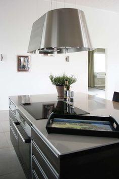 Kuvallinen tarjotin kiinnittää huomion selkeän modernissa keittiössä. Klikkaa kuvaa, niin näet tarkemmat tiedot!