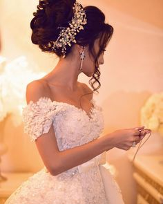 pour plus -> Anais_Fbg hochzeitsfrisuren photo 2019 - wedding Photo Quince Hairstyles, Best Wedding Hairstyles, Bride Hairstyles, Headband Hairstyles, Hairdo Wedding, Wedding Hair And Makeup, Wedding Bride, Bridal Hair, Princess Wedding