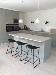 Small kitchen: 70 functional ideas of decoration and projects - Home Fashion Trend Cafe Interior, Kitchen Interior, New Kitchen, Kitchen Dining, Kitchen Decor, Small Kitchen Cabinet Design, Modern Kitchen Design, Small American Kitchens, Kitchen Layouts With Island