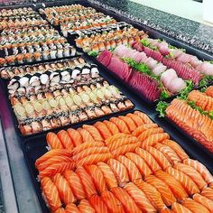 Soooo much sushi!!!! Made by @dicaderestaurantes See sushi recipes on www.makesushi.com Make Sushi http://ift.tt/2j9LbsZwww.makesushi.com Make Sushi http://ift.tt/2j9LbsZ