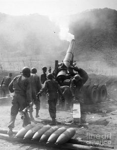 American artillery on the central front korea . Military Pictures, War Photography, Big Guns, Korean War, History Photos, War Machine, Vietnam War, Military History, Historical Photos