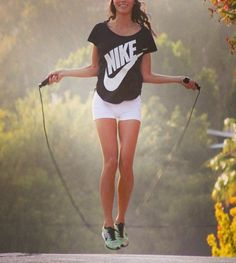 From diehard gym rats to totally exercise newbies, the ubiquitous jump rope can play an important role in anyone's workout routine. Many are surprised to discover just how powerful these simple tools can be, sculpting muscles and helping to increase. Fitness Models, Sport Fitness, Moda Fitness, Health Fitness, Fitness Photos, Fitness Style, Fitness Wear, Fitness Tips, Sport Outfit