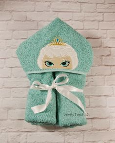 Create Kids Couture: Hooded Bath Towel Tutorial - Bath Towel - Ideas of Bath Towel Sewing Hacks, Sewing Tutorials, Sewing Crafts, Sewing Projects, Sewing Ideas, Embroidery Applique, Machine Embroidery, Embroidery Designs, Sewing Appliques