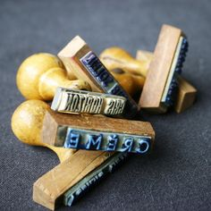 Vintage word stamps, colors in French, like 'Crème'