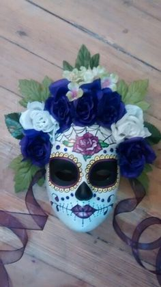 Mascara del la Muertos.....Purple, not blue....