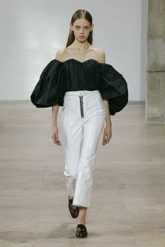 Ellery Fall 2017 Ready-to-Wear Collection Photos - Vogue (Lady Chatterly Bubble Sleeve Top - Black) Fashion 2017, Runway Fashion, Womens Fashion, Fashion Trends, All Black Fashion, Autumn Fashion, Vogue, Edgy Outfits, Fashion Show Collection