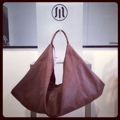 brown leather bag. buy it online here! #leather #bag #italy #look #moda #fashion #girl #woman #accesories