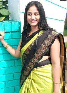 Rekha Actress, Beautiful Housewife, Aunty In Saree, Indian Beauty Saree, Candid, Desi, Beautiful Women, Glamour, Actresses