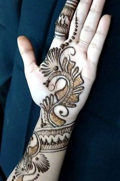 You might be looking for stunning mehndi designs to draw on for the upcoming events. Check out different beautiful and simple mehndi designs. Kashee's Mehndi Designs, Traditional Mehndi Designs, Palm Mehndi Design, Pakistani Mehndi Designs, Legs Mehndi Design, Mehndi Designs For Fingers, Beautiful Mehndi Design, Simple Mehndi Designs, Leg Mehndi