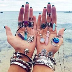 Imagen vía We Heart It #accessories #boho #crystals #famous #fancy #fashion #gems #good #grunge #handmade #hearts #likes #necklace #ocean #pretty #rings #sea #summer #tropical #unique #wallpaper #vibes #chokernecklace #lockscreen #beautiful #ⓟⓐⓡⓐⓓⓘⓢⓔ