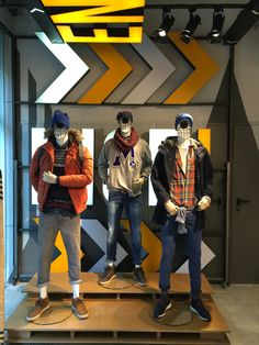 Springfield. Great mannequins. Instore VM Clothing Store Interior, Clothing Store Displays, Clothing Store Design, Boutique Interior, Shoe Store Design, Retail Store Design, Denim Display, Visual Merchandising Fashion, Mannequin Display